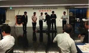 優勝祝賀会が行われ、大木会長から選手に記念品が贈呈されました